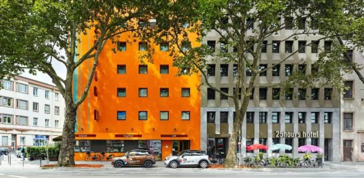 580_8_25hours_Hotel_Frankfurt_TheGoldman-Exterior-View