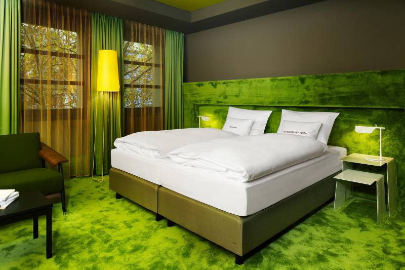 586_8_25hours_Hotel_Frankfurt_TheGoldman-L-Room-2