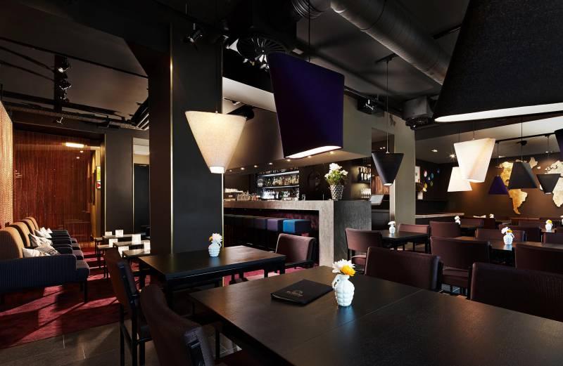 25hours hotel the goldman matthew rouge. Black Bedroom Furniture Sets. Home Design Ideas