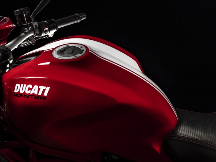 ducati_2-11-monster-1200-stripe