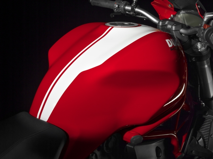 ducati_3-10-monster-821-stripe