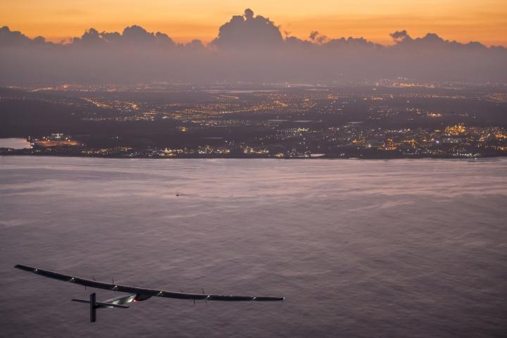 사본 -2015_07_03_Solar_Impulse_2_RTW_7th_Flight_Nagoya_to_Hawaii_landing_revillard_05798