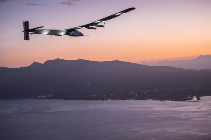 사본 -2015_07_03_Solar_Impulse_2_RTW_7th_Flight_Nagoya_to_Hawaii_landing_revillard_05828