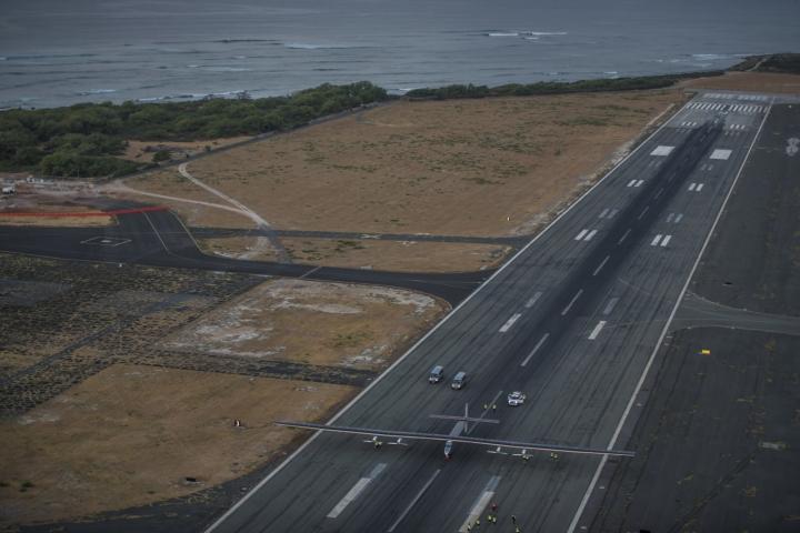 사본 -2015_07_03_Solar_Impulse_2_RTW_7th_Flight_Nagoya_to_Hawaii_landing_revillard_06055