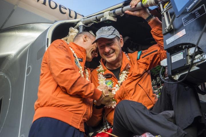 사본 -2015_07_03_Solar_Impulse_2_RTW_7th_Flight_Nagoya_to_Hawaii_landing_revillard_6463