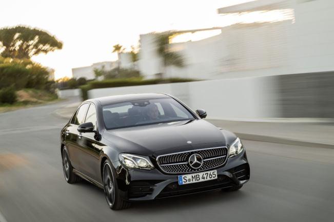 Mercedes-AMG E 43 4MATIC (W 213) 2016; Exterieur: Obsidianschwarz; Interieur: Leder Schwarz Kraftstoffverbrauch kombiniert (l/100 km): 8,3 CO2-Emissionen kombiniert (g/km): 189 exterior: obsidian black; interior: leather black; Fuel consumption, combined (l/100 km): 8.3 CO2 emissions, combined (g/km): 189