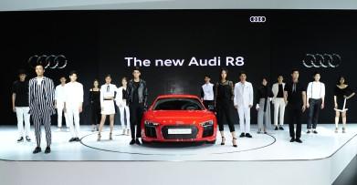 뉴 아우디 R8 V10 플러스와 런웨이 패션쇼