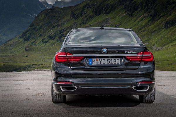 P90226935_lowRes_bmw-740le-xdrive-ipe
