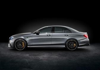 Mercedes-AMG E 63 S 4MATIC+, Studioaufnahme ;Kraftstoffverbrauch kombiniert: 9,2 – 8,9l/100 km; CO2-Emissionen kombiniert: 209 - 203 g/km Mercedes-AMG E 63 S 4MATIC+, studio shot; Fuel consumption combined: 9,2 – 8,9 l/100 km; Combined CO2 emissions: 209 - 203 g/km