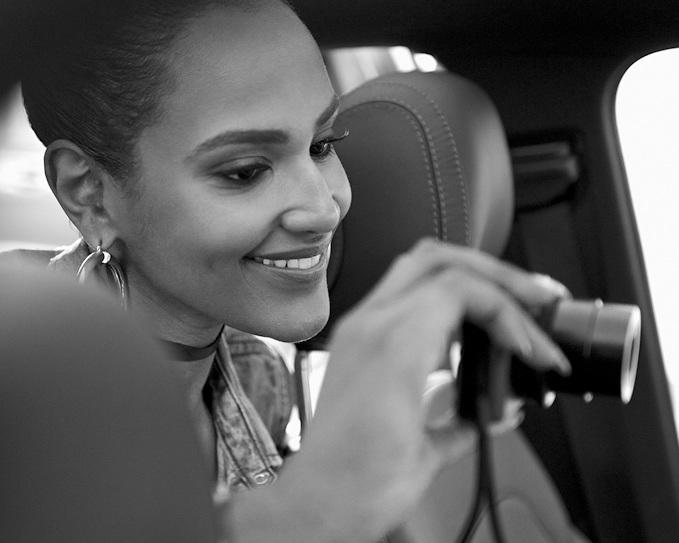 "Mercedes-Benz Pkw Kalender 2017: ""She's Mercedes"": Der Blickfang für 2017"