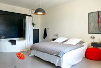 51f8128c5371b-vacation-rentals_metafort_methamis_france_int5-200x134