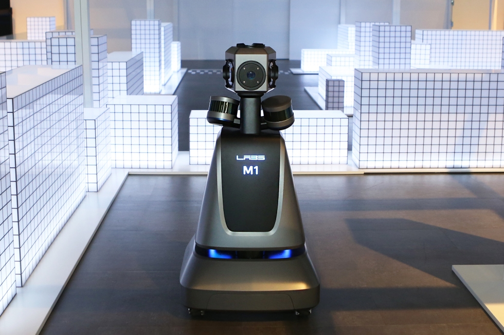 [사진자료2] 네이버 부스의 로봇 MI.jpg