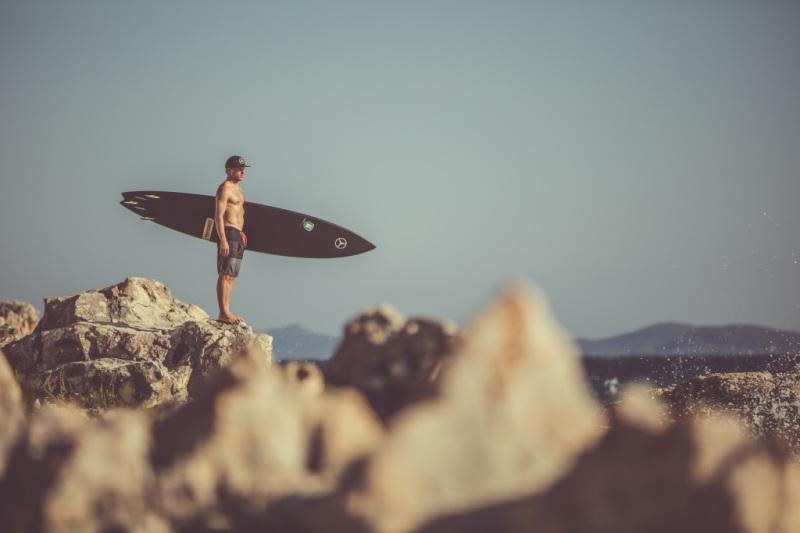 Big Wave Surfer Sebastian Steudtner ist Mercedes-Benz X-Klasse Markenbotschafter