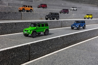 MModellautos: Mercedes-Benz G 500 4x4² electricbeam, Mercedes-Benz G 500 4x4² galacticbeam, Mercedes-Benz G 500 4x4² aliengreen, Mercedes-Benz G 500 4x4² tomatored, Mercedes-Benz G 500 4x4² sunsetbeam, Mercedes-Benz G 500 4x4² mauritiusblau, Mercedes-Benz G 500 4x4² diamantweiss, Mercedes-Benz G 500 4x4² tektitgrau Model Cars: (top to bottom) Mercedes-Benz G 500 4x4² electric beam, Mercedes-Benz G 500 4x4² galactic beam, Mercedes-Benz G 500 4x4² alien green, Mercedes-Benz G 500 4x4² tomato red, Mercedes-Benz G 500 4x4² sunset beam, Mercedes-Benz G 500 4x4² Mauritius blue, Mercedes-Benz G 500 4x4² diamond white, Mercedes-Benz G 500 4x4² tektite grey