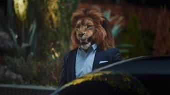 Im Film tritt ein Löwe als Metapher für ein Alpha-Tier der Business-Welt auf. Zu sehen ist der Chef eines jungen Unternehmens. // In the film about the new S-Class, a lion serves as a metaphor for an alpha animal from the world of business.