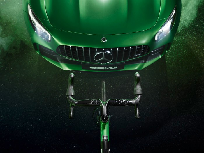 D456357-The-new-ROTWILD-racing-bike-RS2-Limited-Edition-Beast-of-the-Green-Hell-Driving-Performance-on-two-wheels