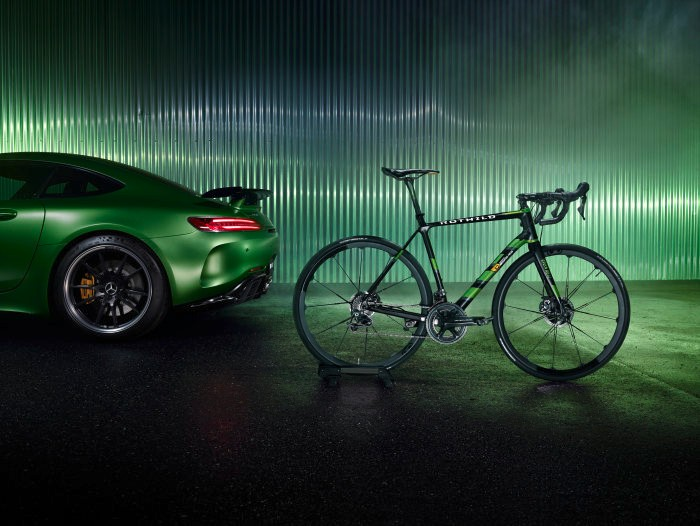 D456358-The-new-ROTWILD-racing-bike-RS2-Limited-Edition-Beast-of-the-Green-Hell-Driving-Performance-on-two-wheels