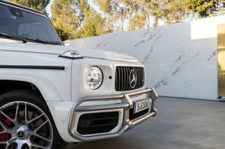 Mercedes-AMG G 63. Exterieur: designo mysticweiß bright, Exterieur-Edelstahl-Paket, AMG Stoßfänger nicht in allen Märkten verfügbar.;Kraftstoffverbrauch kombiniert: 13,2 l/100km; CO2-Emissionen kombiniert: 299 g/km* Mercedes-AMG G 63. Exterior: designo mysticwhite bright, Exterior-Stainless steel-Packet, AMG front bumper not in all markets available;Fuel consumption combined: 13,2 l/100km; CO2-emissions combined: 299 g/km*