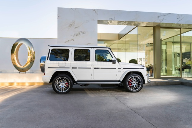 Mercedes-AMG G 63. Exterieur: designo mysticweiß bright, Exterieur-Edelstahl-Paket, AMG Stoßfänger nicht in allen Märkten verfügbar;Kraftstoffverbrauch kombiniert: 13,2 l/100km; CO2-Emissionen kombiniert: 299 g/km* Mercedes-AMG G 63. Exterior: designo mysticwhite bright, Exterior-Stainless steel-Packet, AMG front bumper not in all markets available;Fuel consumption combined: 13,2 l/100km; CO2-emissions combined: 299 g/km*
