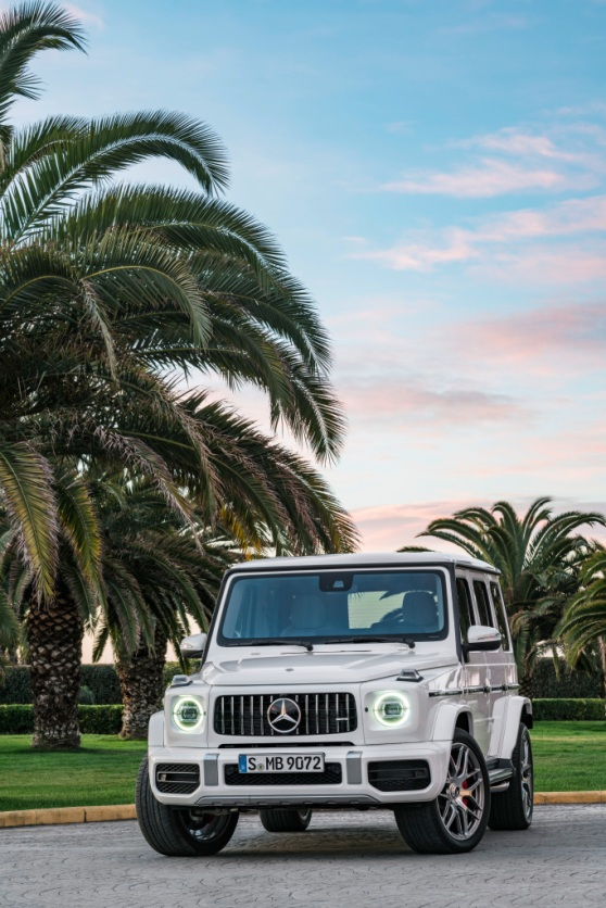 Mercedes-AMG G 63. Exterieur: designo mysticweiß bright, Exterieur-Edelstahl-Paket;Kraftstoffverbrauch kombiniert: 13,2 l/100km; CO2-Emissionen kombiniert: 299 g/km* Mercedes-AMG G 63. Exterior: designo mysticwhite bright, Exterior-Stainless steel-Packet;Fuel consumption combined: 13,2 l/100km; CO2-emissions combined: 299 g/km*