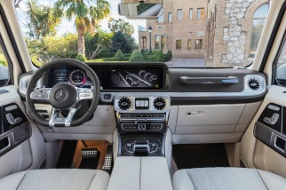 Mercedes-AMG G 63. Exterieur: designo mysticweiß bright, Exterieur-Edelstahl-Paket. Interieur: designo Leder macchiatobeige;Kraftstoffverbrauch kombiniert: 13,2 l/100km; CO2-Emissionen kombiniert: 299 g/km* Mercedes-AMG G 63. Exterior: designo mysticwhite bright, Exterior-Stainless steel-Packet. Interior: designo leather macchiato beige;Fuel consumption combined: 13,2 l/100km; CO2-emissions combined: 299 g/km*