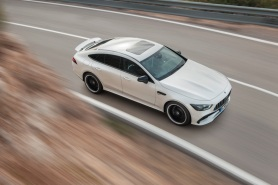 Mercedes-AMG GT 53 4MATIC+ 4-Türer Coupé, AMG Night-Paket, Exterieur: Außenfarbe: designo diamantweiß bright, Farbvariante schwarz;Kraftstoffverbrauch kombiniert: 9,1 l/100 km; CO2-Emissionen kombiniert: 209 g/km* (vorläufige Daten) Mercedes-AMG GT 53 4MATIC+ 4-Door Coupé, AMG Night-packet, Exterior: Exterior paint: designo diamond white bright, colour variation black;Fuel consumption combined: 9.1 l/100 km; CO2 emissions combined: 209g/km* (provisional data)