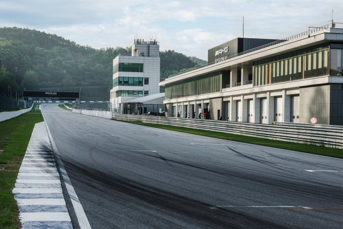 D514169-Worlds-first-racetrack-with-AMG-branding-AMG-Speedway--New-Driving-Performance-in-South-Korea