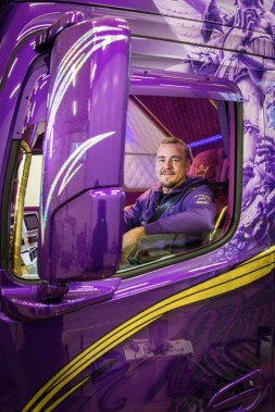 D514290-A-purple-drivers-dream-from-Finland