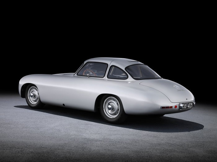 D519819-Special-exhibition-from-7-July-to-2-September-2018-Silver-Arrows-of-the-1950s-at-the-Louwman-Museum