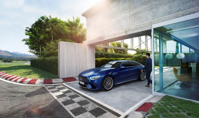 D540990-The-Mercedes-AMG-GT-4-Door-Coup-campaign-Take-life-with-a-sporty-approach-in-the-new-Mercedes-AMG-GT-4-Door-Coup-Life-is-a-race